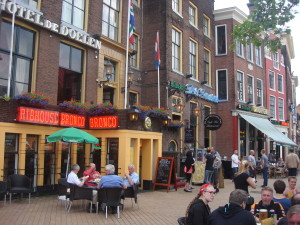 Outdoor cafes and pubs